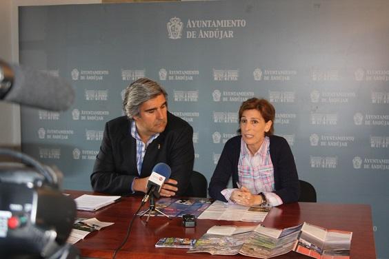El Concejal de Festejos, Curro Martínez, y la concejala de Cultura, Delia Gómez.