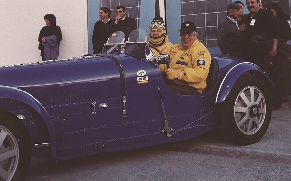 Carlos y Demetrio del Val en un coche Bugatti.