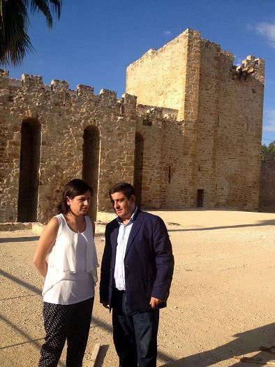 Isabel Uceda y Francisco Reyes en el Castillo de Lopera.