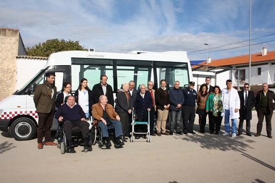 Acto para dar a conocer los nuevos vehículos de transporte urbano en Andújar.