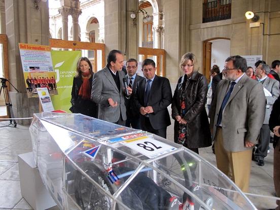 Miguel Ángel Palomino, Francisco Huertas, Francisco Reyes, Mª Angustias Velasco y José Angel Cifuentes visitan la exposición sobre el proyecto Lince.