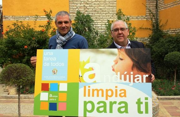 El alcalde de Andújar, Jesús Estrella, y el concejal de Medio Ambiente, Pedro Alcántara, en la presentación de la campaña.