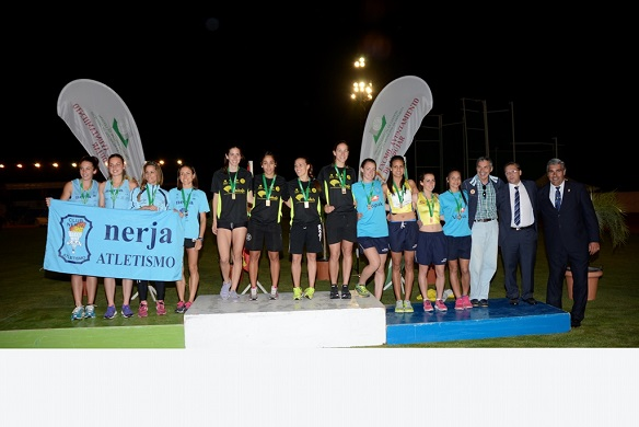 Acto final de entrega de premios, con los equipos y autoridades.