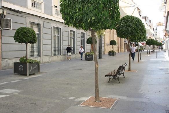 Calle de Andújar con los nuevos alcorques.
