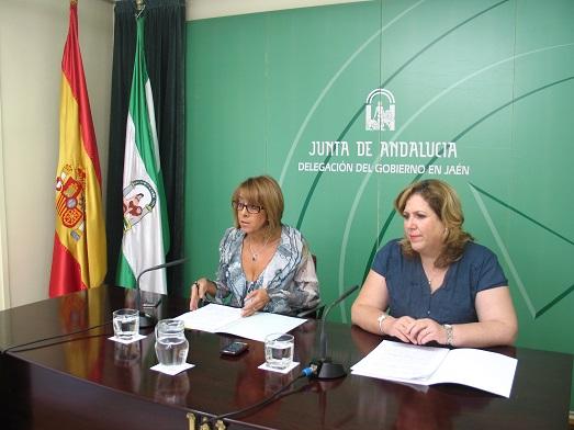 Purificación Gálvez y Ángeles Jiménez, en la rueda de prensa.