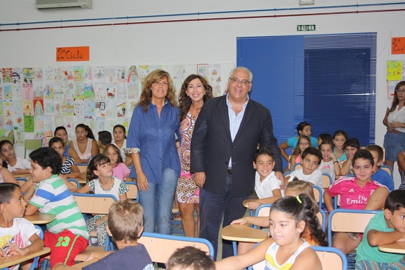 El alcalde de Andújar, Jesús Estrella, inaugura el curso escolar en Andújar.