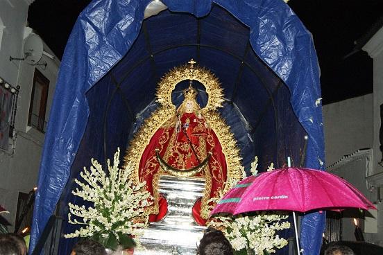 La lluvia deslució el regreso de la Virgen de Alharilla a Porcuna.