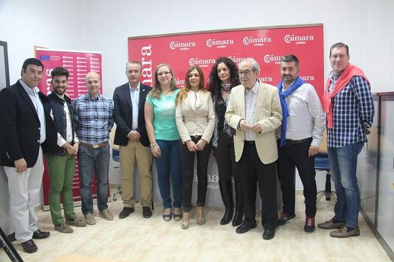 Grupo de empresarios asistentes a la presentación de Andújar Fashion Day.