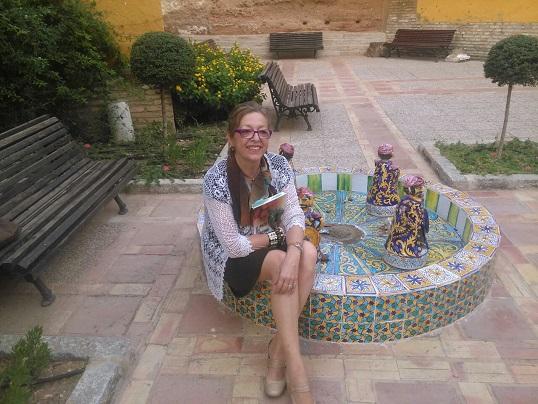La escritora Matilde Cabello posa con su nuevo libro.