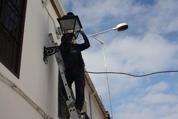 Trabajos de renovación del alumbrado, en Andújar.
