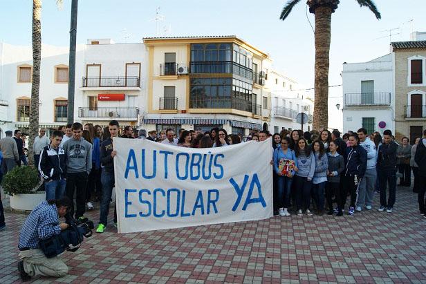 Padres y alumnos de secundaria se manifiestan en Lopera.
