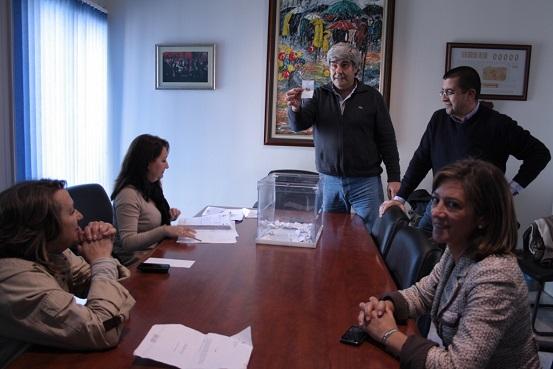 Un momento del sorteo para elegir a los Reyes Magos, en Andújar.