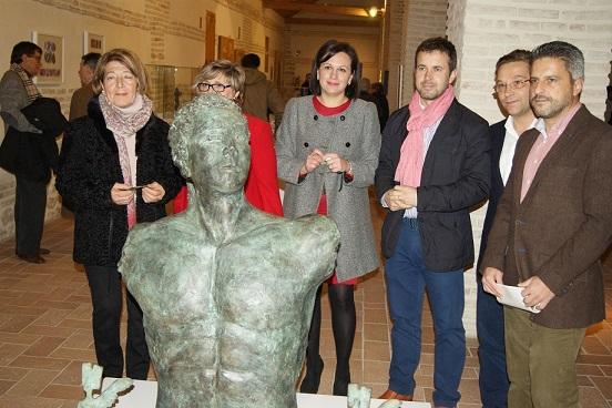 Diversas autoridades inauguran esta exposición de Pedro Monje.