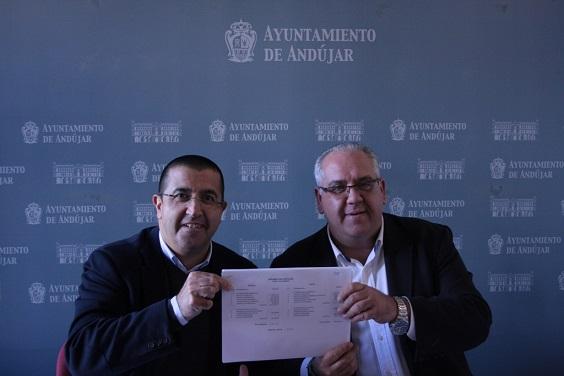 El alcalde de Andújar, Jesús Estrella, y el concejal de Economía y Hacienda, Manuel Fernández.