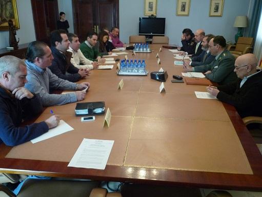 Juan Lillo se reúne con las organizaciones agrarias y fuerzas de seguridad.