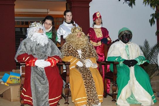 Los Reyes Magos recorrieron las principales calles de Lopera.