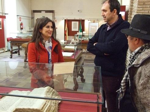 La delegada de Cultura, Yolanda Caballero, inaugura esta exposición sobre Teresa de Jesús.