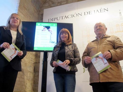 Antonia Olivares, con Micaela Martínez y Juan Valenzuela, en la presentación de este programa.