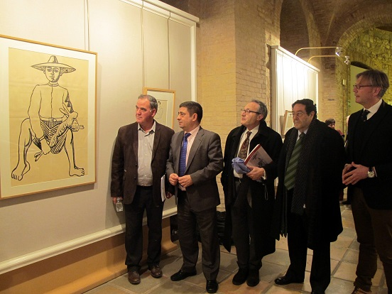 """Vallejo, Reyes, Galera, Viribay y Marín junto al boceto de Zabaleta de """"El niño de la liebre""""."""