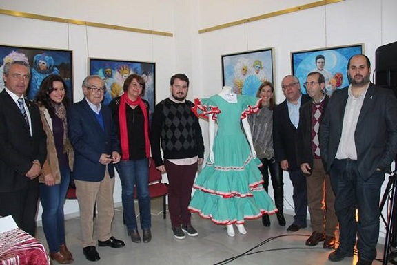 Autoridades que asistieron a la exposición de trajes antiguos de flamenca 'Flamequeando'.