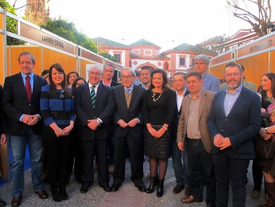 Autoridades asistentes ayer a la inauguración de Andújar Flamenca.
