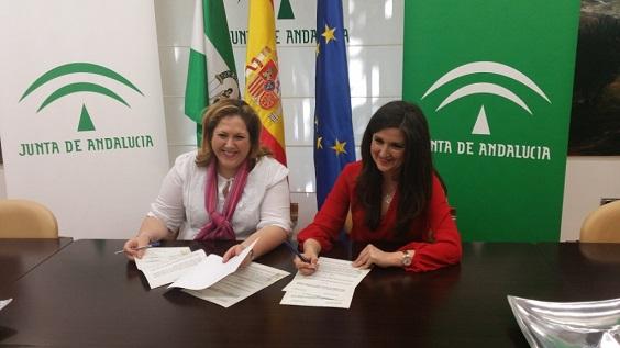 Ángeles Jiménez y Yolanda Caballero firman el acuerdo de colaboración.