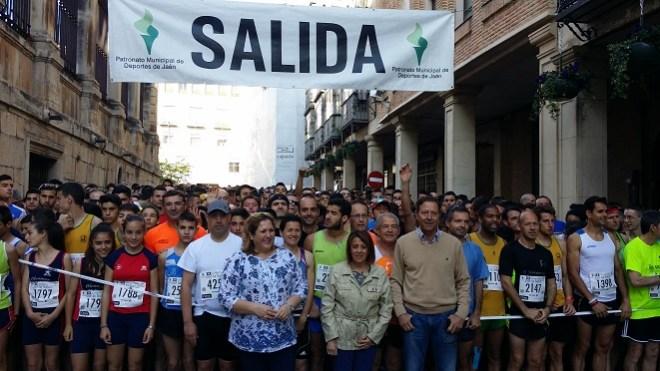 La delegada del Gobierno, Purificación Gálvez, que ha dado la salida a este evento, acompañada de la delegada territorial, Ángeles Jiménez.