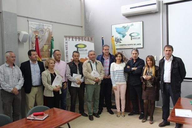 Acto de la firma de 18 contratos con particulares y ayuntamientos de 13 municipios la comarca.