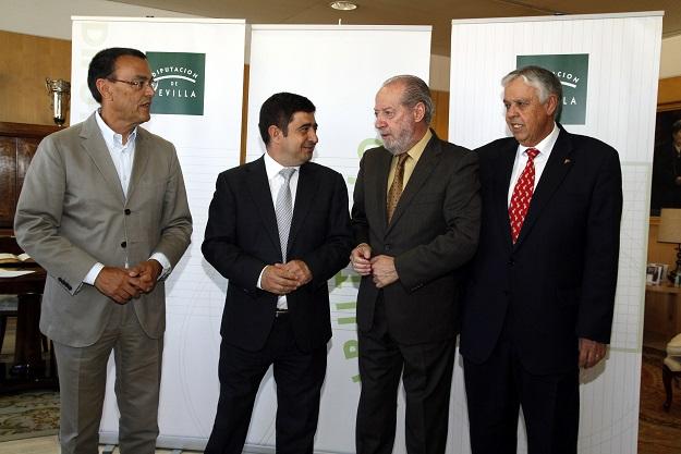 Ignacio Caraballo, Francisco Reyes, Fernando Rodríguez Villalobos y Ramón Ropero, antes de la reunión para abordar el marco comunitario de fondos FEDER.
