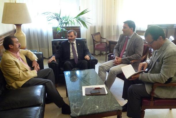 El subdelegado del Gobierno, Juan Lillo, se ha reunido con los constructores de Jaén.