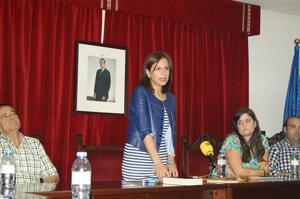 La alcaldesa de Lopera, Isabel Uceda, en un momento de su intervención en el pleno municipal.