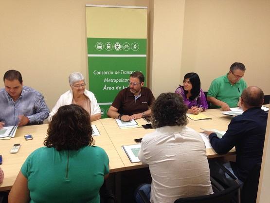 El delegado territorial de Fomento, Vivienda, Turismo y Comercio, Rafael Valdivielso, ha mantenido un encuentro con representantes de las nuevas corporaciones locales.