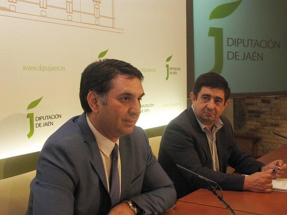 El consejero de Turismo y Deporte, Francisco Javier Fernández, junto al presidente de la Diputación de Jaén, Francisco Reyes.