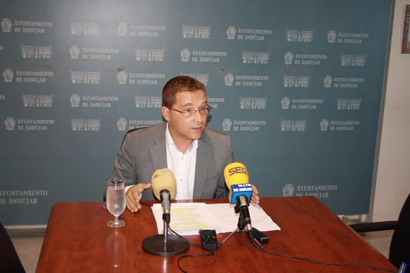 El alcalde de Andújar, Paco Huertas, en rueda de prensa.