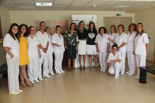 La concejala de Promoción Local, Encarna Camacho, junto a la gerente de la Cámara de Comercio e Industria de Andújar, Ana Peña visitaron ayer a los alumnos acompañados de la gerente de Sanyres, Matilde Rodríguez.