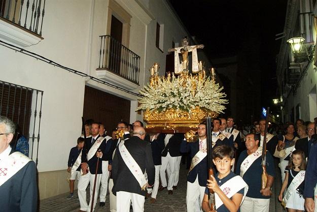 La procesión del Cristo Chico recorrió las principales calles de Lopera en el último día de feria.