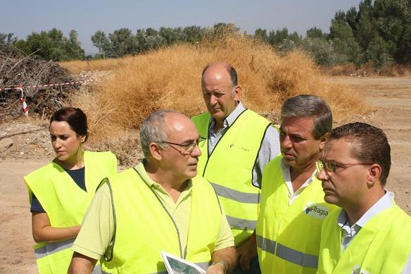 El delegado territorial de Medio Ambiente, Juan Eugenio Ortega, junto al alcalde de Andújar, Francisco Huertas.