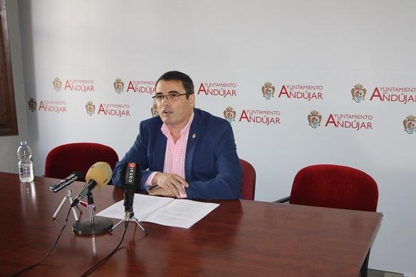 El Concejal de Festejos del Ayuntamiento de Andújar, Pedro Luis Rodríguez, en rueda de prensa.