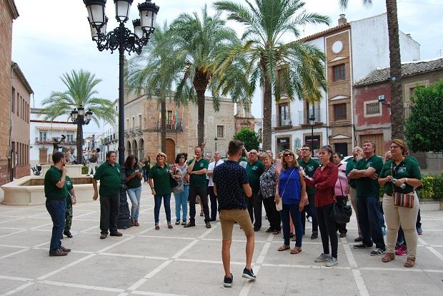 Componentes de este grupo de Facebook durante su visita a Villanueva de la Reina.