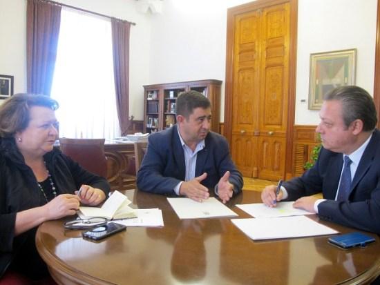 Pilar Parra, Francisco Reyes y Enrique Benítez, en esta reunión.