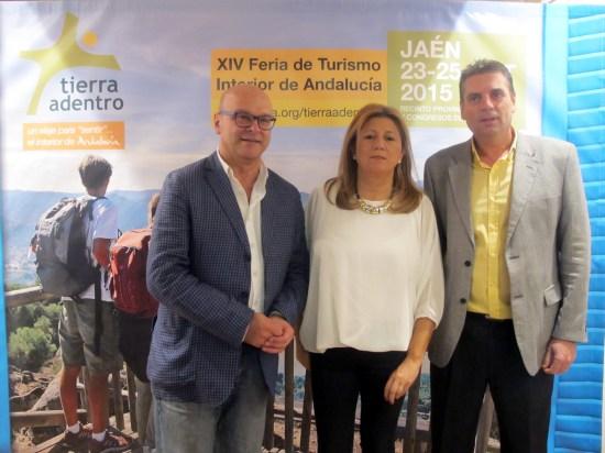 Manuel Fernández, Pilar Salazar y Ángel Vera, en la presentación de Tierra Adentro 2015.