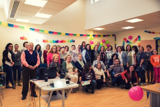 Foto de familia de todos los asistentes a la  V Jornada de Personas Cuidadoras.