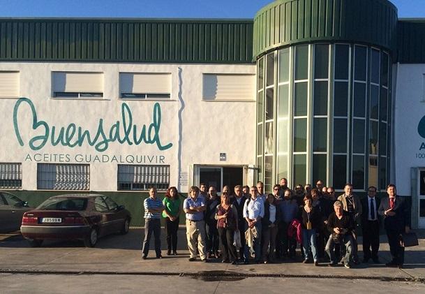 Un grupo de técnicos italianos visitan esta cooperativa de Villanueva de la Reina.