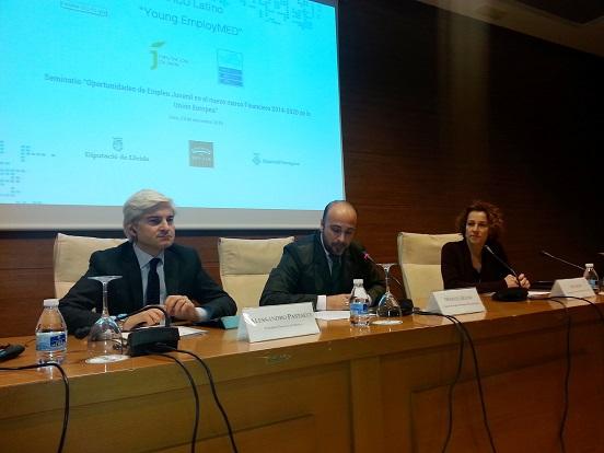 Manuel Hueso, en el centro, durante la apertura de este seminario sobre empleo juvenil.