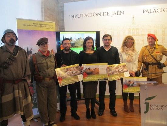 Juan Ángel Pérez e Isabel Uceda junto a los concejales Francisco Javier Madero y Carmen Torres y tres recreacionistas.