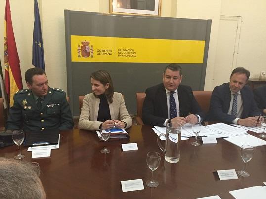 El delegado del Gobierno en Andalucía, Antonio Sanz, ha presidido la Comisión de Tráfico.