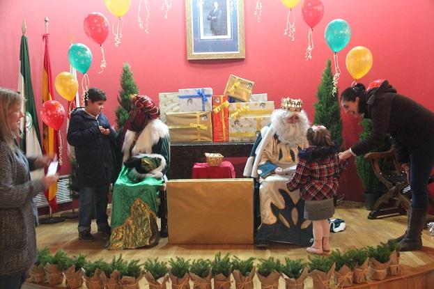 Los Reyes Magos recibieron a los niños de Andújar.