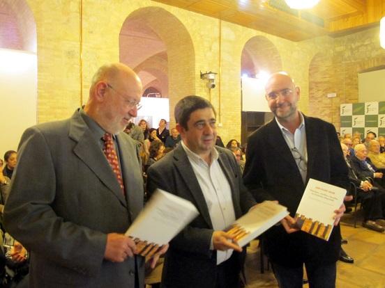 Juan Eslava Galán, Francisco Reyes y Manuel Mateo Pérez, en la presentación de este libro.