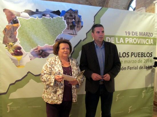 Pilar Parra y Ángel Vera, durante la presentación de esta tercera edición de la Feria de los Pueblos.
