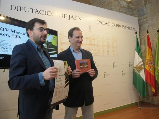 Juan Ángel Pérez y Ernesto Rocío, con el cartel anunciador de esta nueva edición del Maratón de Piano de la Diputación.